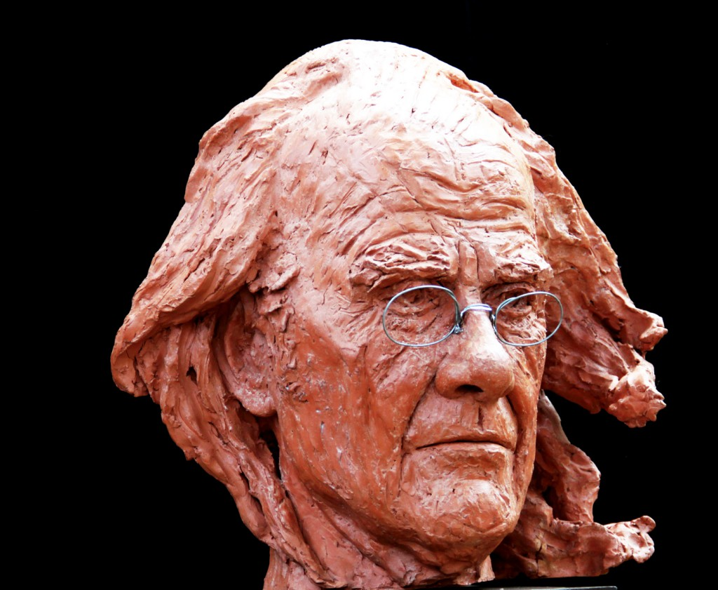 Busto-in-bronzo-di-LUIS-EDUARDO-AUTE-a-grandezza-doppia-2